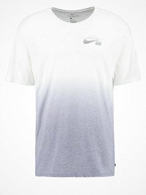 T-shirts - Nike Sb Tshirt med tryck white/cool grey