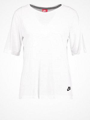 Nike Sportswear Tshirt bas white
