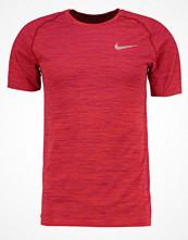 Sportkläder - Nike Performance Funktionströja track red/true berry/reflective silver