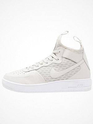 Sneakers & streetskor - Nike Sportswear AIR FORCE 1 ULTRAFORCE Höga sneakers light bone/white