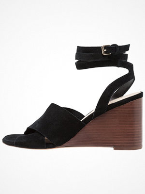 Topshop WHIRL X OVER WEDGE Sandaletter med kilklack black