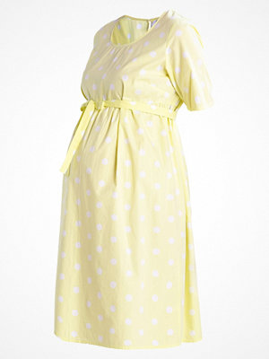 Mamalicious MLDESTINY Sommarklänning wax yellow