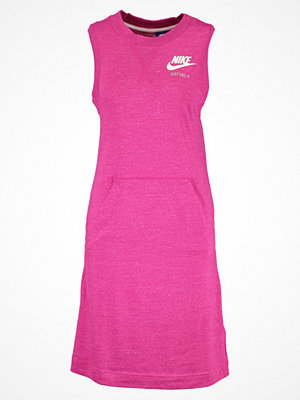 Nike Sportswear Jerseyklänning sport fuchsia