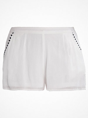 Only ONLFAME Shorts cloud dancer