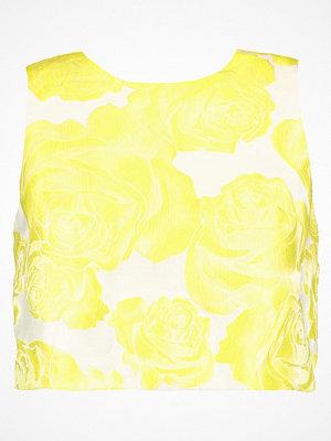 Chi Chi London Petite MACKENZIE  Linne yellow