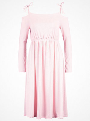 Lost Ink COLD SHOULDER  Jerseyklänning blush