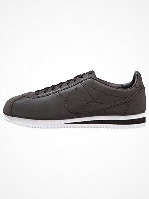 Sneakers & streetskor - Nike Sportswear CLASSIC CORTEZ SE Sneakers black/white