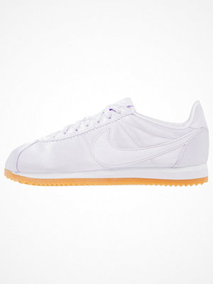 Sneakers & streetskor - Nike Sportswear CLASSIC CORTEZ SATIN QS Sneakers barely grape/white