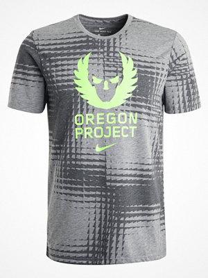 Sportkläder - Nike Performance DRY OREGON PROJECT Tshirt med tryck carbon heather/electric green
