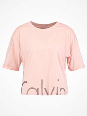 Calvin Klein Jeans CROP LOGO Tshirt med tryck peachy keen