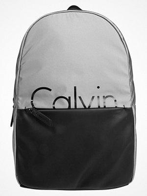 Calvin Klein FESTIVAL CAPSULE Ryggsäck grey/black med tryck
