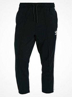 Sportkläder - Adidas Originals RELAX CROP Träningsbyxor dark green/white