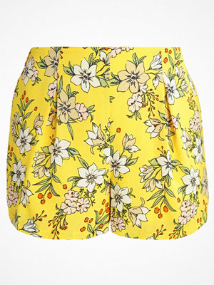 Vero Moda VMJENNA  Shorts empire yellow