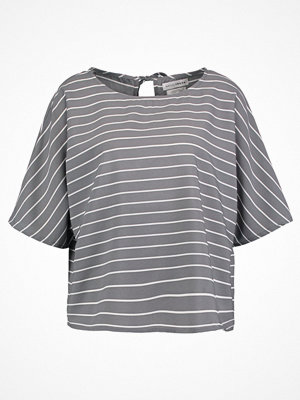 Native Youth RELAXED Tshirt med tryck grey
