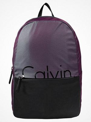 Calvin Klein FESTIVAL CAPSULE Ryggsäck iridescent/ black med tryck