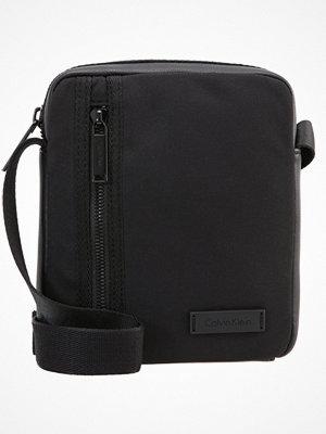 Väskor & bags - Calvin Klein ADAM Axelremsväska black