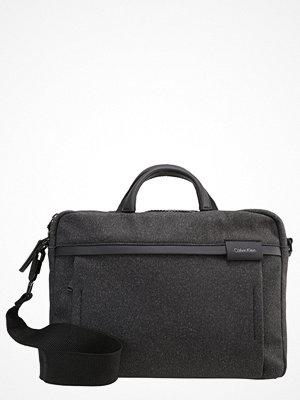 Väskor & bags - Calvin Klein NEIL  Portfölj / Datorväska black