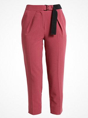 Topshop WEBBED BELT  Tygbyxor raspberry rosa