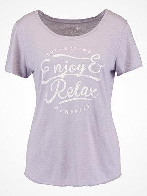 Juvia ENJOY AND RELAX Tshirt med tryck lavender