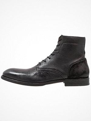 Boots & kängor - H by Hudson YOAKLEY  Snörstövletter black