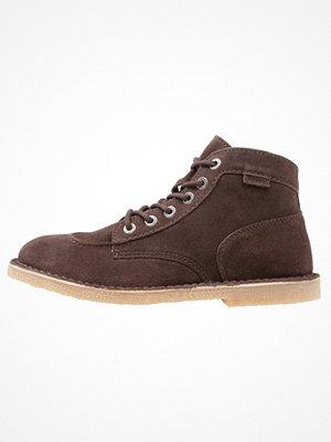 Boots & kängor - Kickers ORILEGEND Snörstövletter dark brown