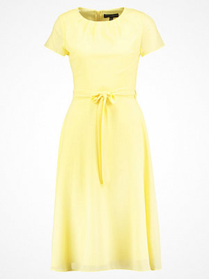 Dorothy Perkins Sommarklänning yellow
