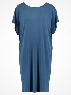 mbyM RICI Jerseyklänning deep atlantic