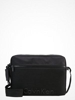 Väskor & bags - Calvin Klein ALEC Portfölj / Datorväska black
