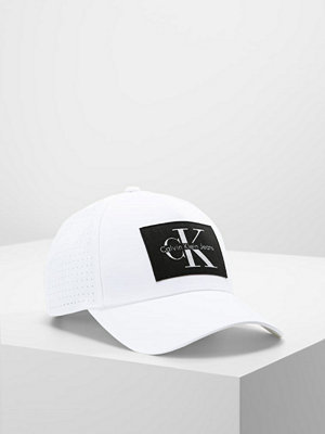 Kepsar - Calvin Klein REISSUE PERFORMANCE BASEBALL Keps powder white