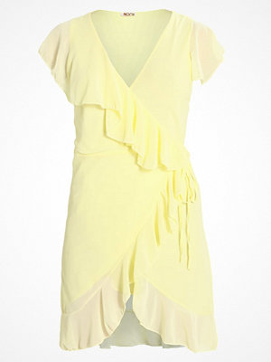 Wal-G FRILL WRAP Cocktailklänning yellow