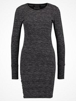 Calvin Klein Jeans DALEIGH Stickad klänning black heather