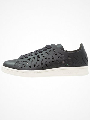 Sneakers & streetskor - Adidas Originals STAN SMITH CUTOUT Sneakers core black/offwhite
