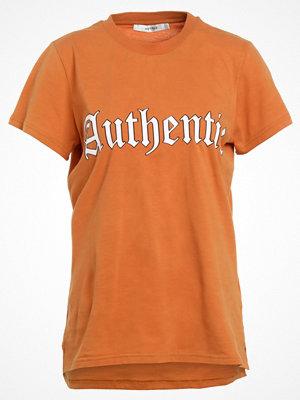 Gestuz FLEURA Tshirt med tryck honey ginger