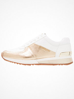 Sneakers & streetskor - MICHAEL Michael Kors ALLIE WRAP TRAINER Sneakers pale gold/optic white