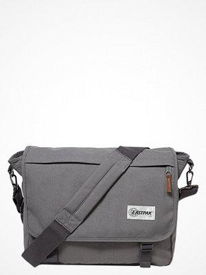 Väskor & bags - Eastpak DELEGATE/OPGRADE Axelremsväska opgrade mist