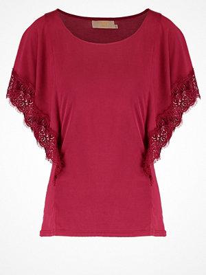 Cream MIRANDA Tshirt bas tibetan red