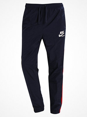 Nike Sportswear ARCHIVE Träningsbyxor obsidian/sail/tough red