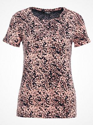 T-shirts - Stine Goya SHADE Tshirt med tryck pink