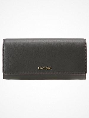 Calvin Klein Plånbok black olive