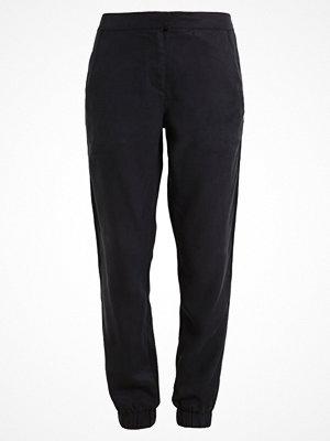 Calvin Klein Jeans PALLAS  Tygbyxor black svarta
