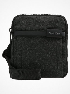 Väskor & bags - Calvin Klein NEIL MINI Axelremsväska black