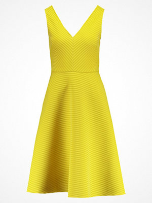 Dorothy Perkins VNECK FIT AND FLARE  Sommarklänning yellow