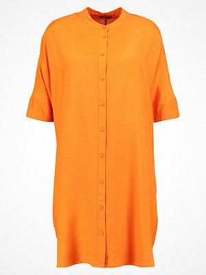 KIOMI Skjortklänning orange