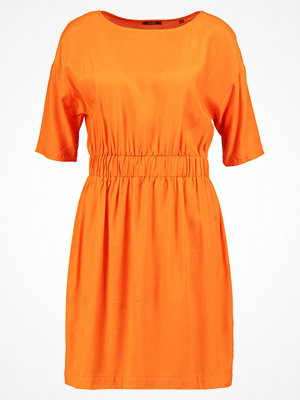 KIOMI Sommarklänning orange