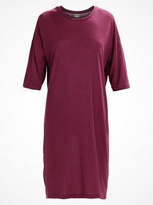 Selected Femme SFLYRO  Jerseyklänning mauve wine