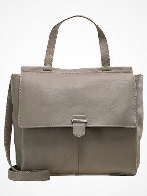 Handväskor - KIOMI Handväska taupe