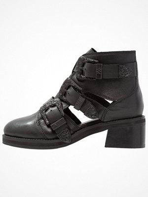 Topshop MARCO BUCKLE Ankelboots black