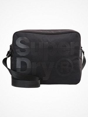 Väskor & bags - Superdry Axelremsväska black