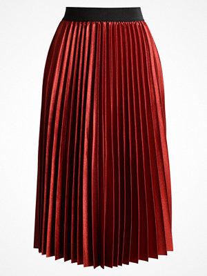 Only ONLANNA Veckad kjol sundried tomato
