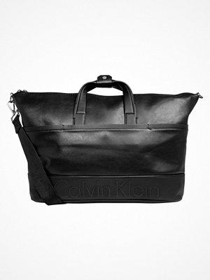 Väskor & bags - Calvin Klein BENNET Weekendbag black